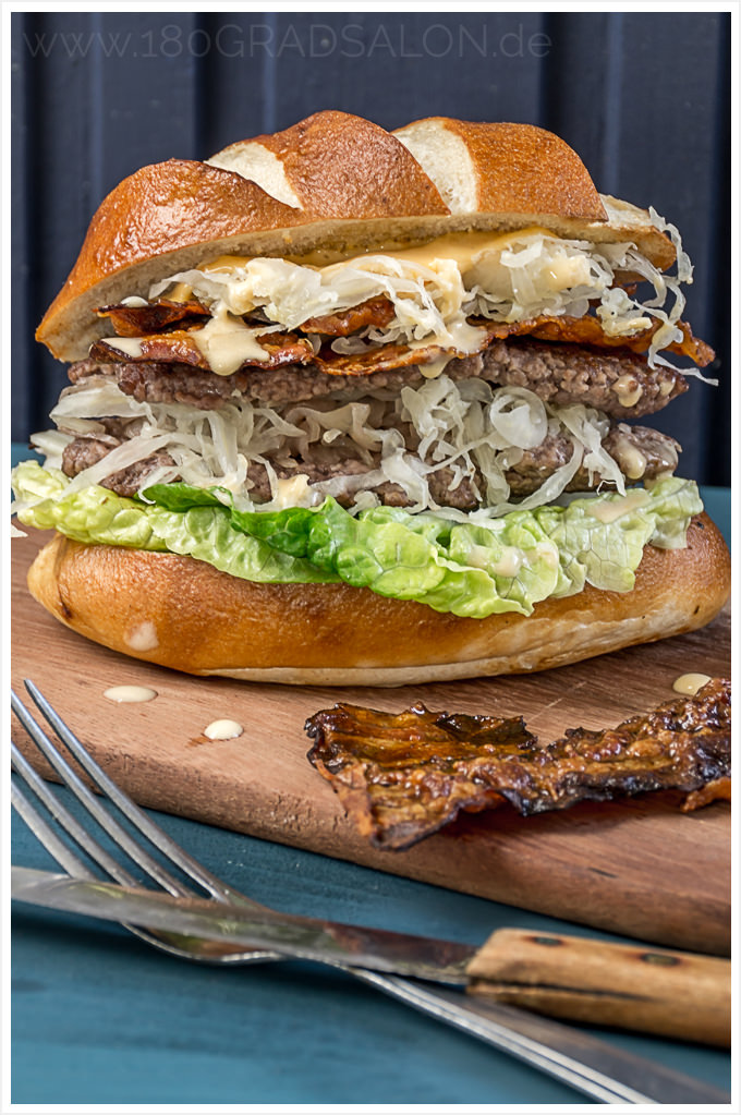 rezept homemade burger mit sauerkraut und laugenbr tchen. Black Bedroom Furniture Sets. Home Design Ideas