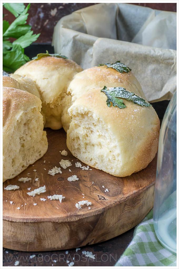 Rezept Milchbrötchen Kranz mit Petersilie Geschenk zur Petersilienhochzeit Liste der Ehejubiläen 180gardsalon