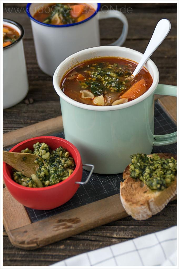 Rezept für eine Minestrone mit Basilikum Pesto inkl. Thermomix Variante