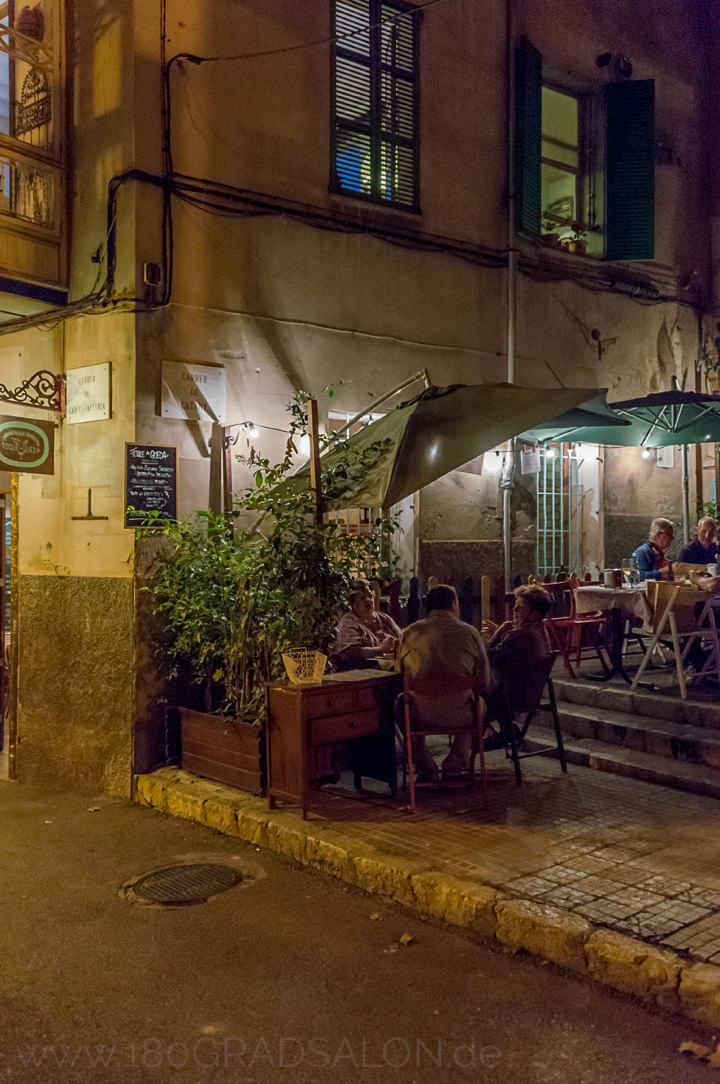 Restaurant Toque de Queda - Tapas in einer alten Bäckerei in Palma de Mallorca 180 grad salon