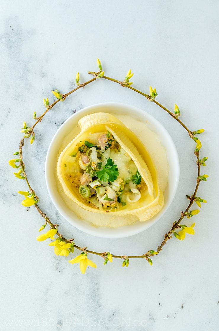 Caccavelle di Napoli gefüllt mit Lammfilet und Spargel