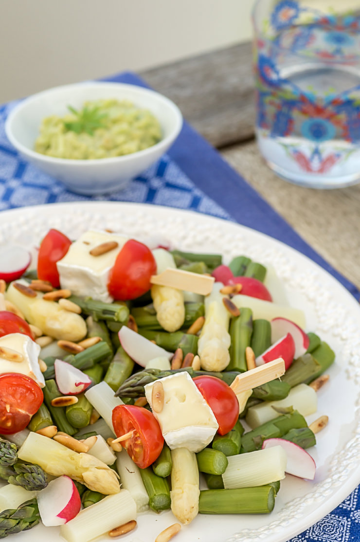 spargel salat mit waldmeister avocado creme und frischem baguette. Black Bedroom Furniture Sets. Home Design Ideas