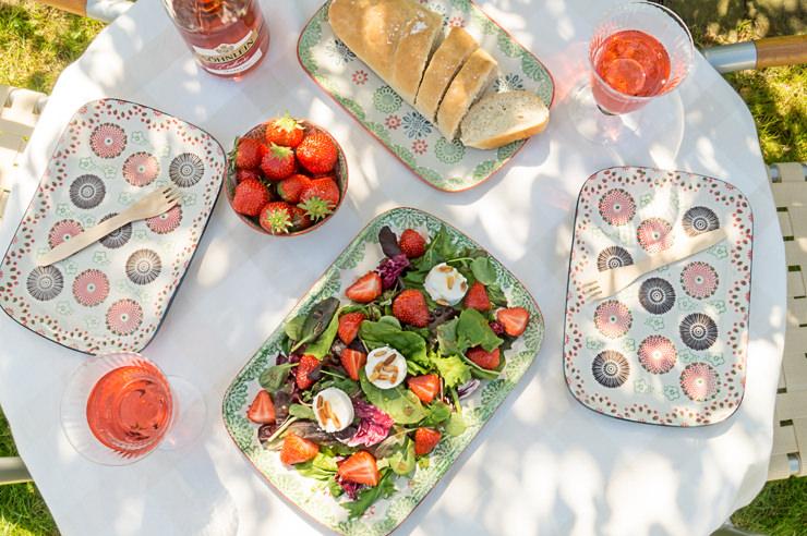 Wildkräutersalat mit Erdbeeren und Ziegenfrischkäse Rezept