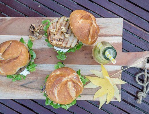 Wintergrillen Burger mit Ziegefrischkäse, Wallnüssen, Feldsalat und Honig