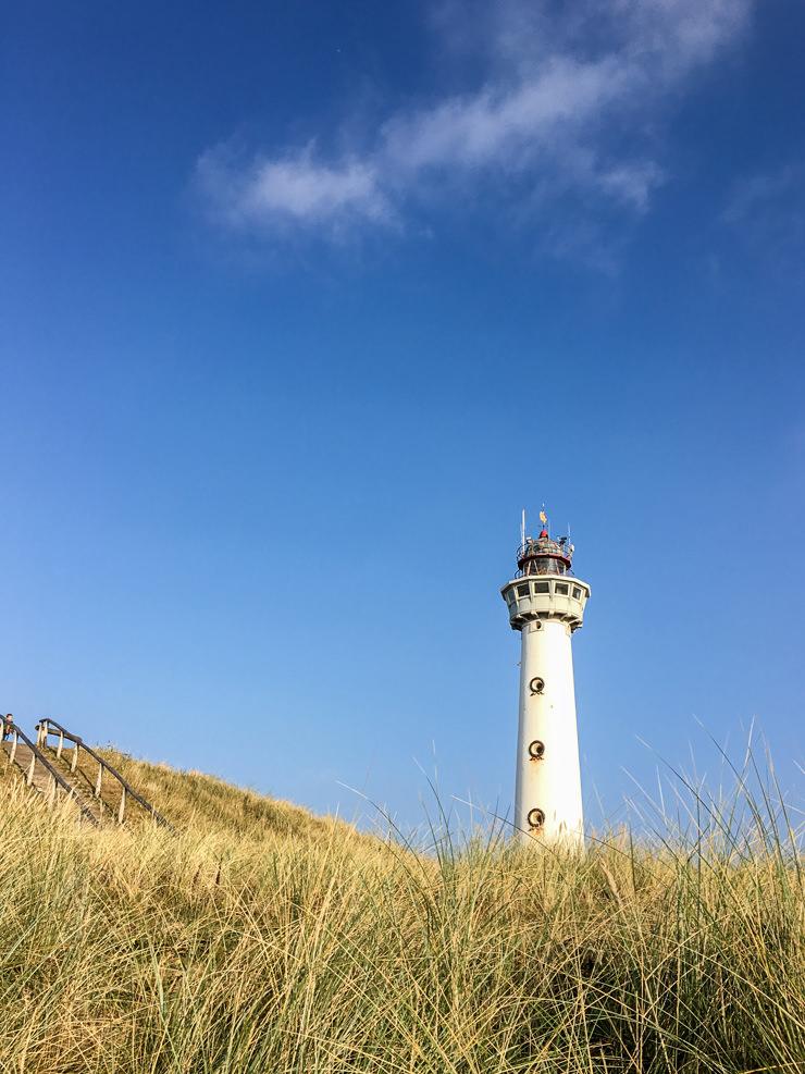 Egmond aan zee Nordsee Herbst Strand Hotel Golfzang Leuchtturm