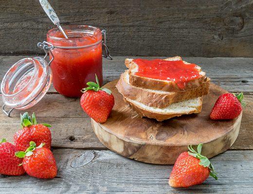 Rezept für Erdbeermarmelade mit Tonkabohne und Vanille