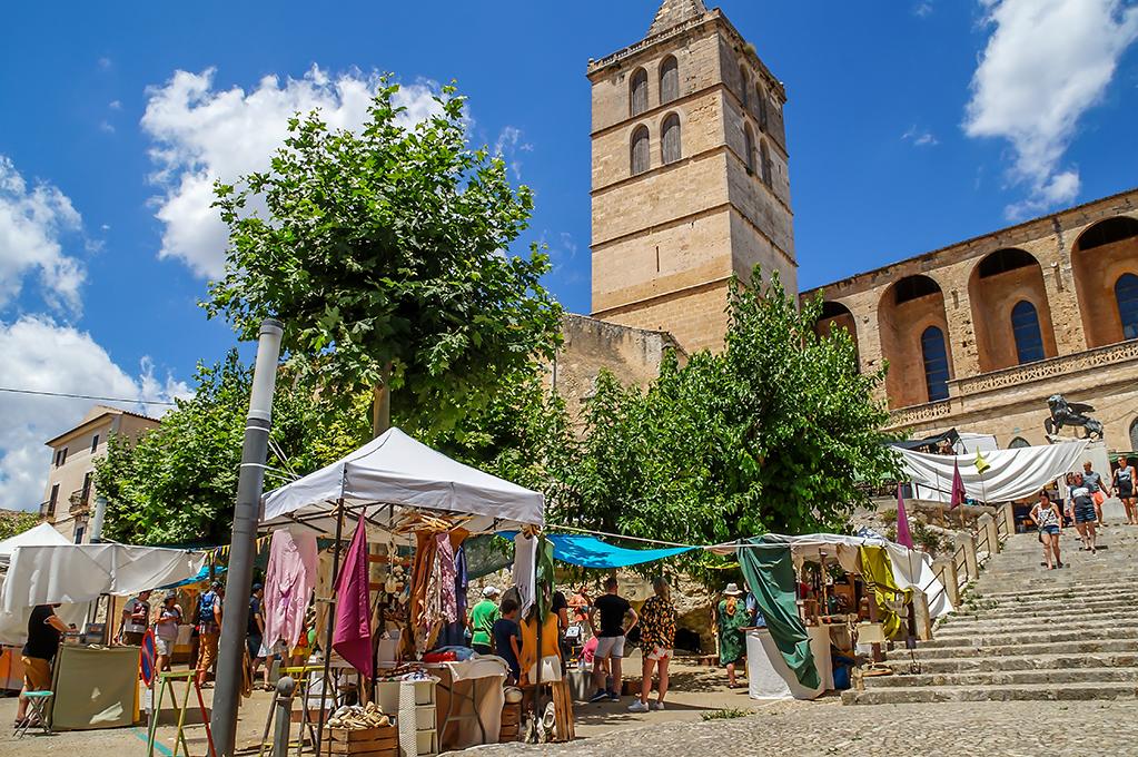 Mallorca Markt Wochenmarkt in Sineu am Mittwoch mit Kunsthandwerksmarkt - Tipp für den Urlaub