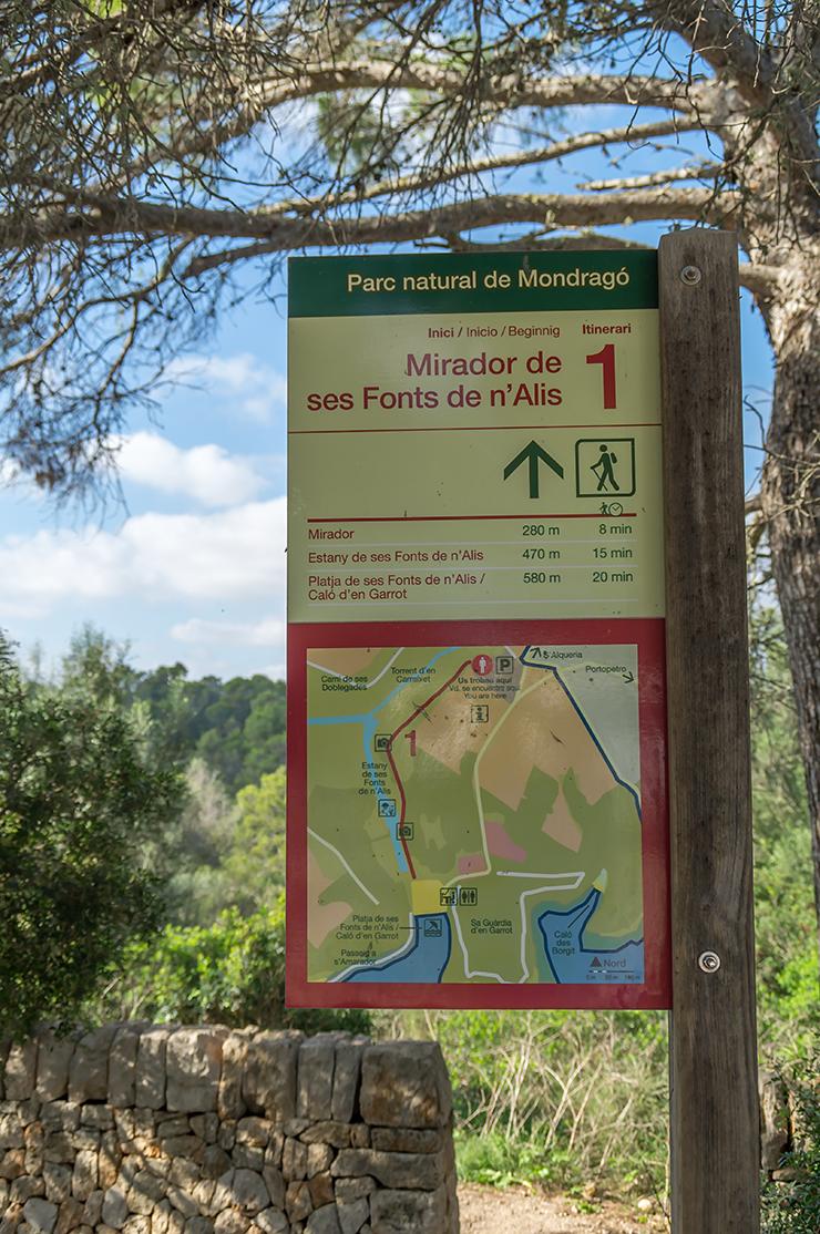 Mallorca Urlaub mit einer Wanderung im Parc Natural de Mondrago. Wandern an den Stränden Cala Mondrago und S'Amarador.