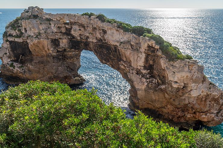 Mallorca Ausflug zum Felsentor Es Pontas - Alle Infos zur Lage und Parken zwischen der Cala Santanyi und Cala Llombards