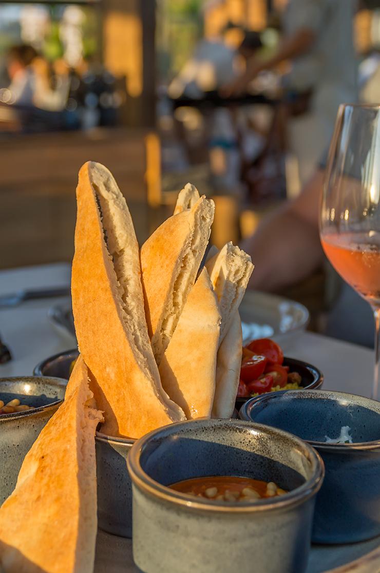 Mallorca Beachclub UM Beach House Portals in Puerto Portals Portlas Nous Restaurant mit Meerblick