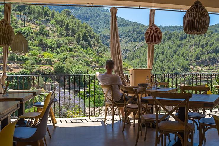 Restaurant Nama in Deia auf Mallorca - Tipp für moderne asiatische Küche im Tramuntana mit fantastischem Blick auf die Berge