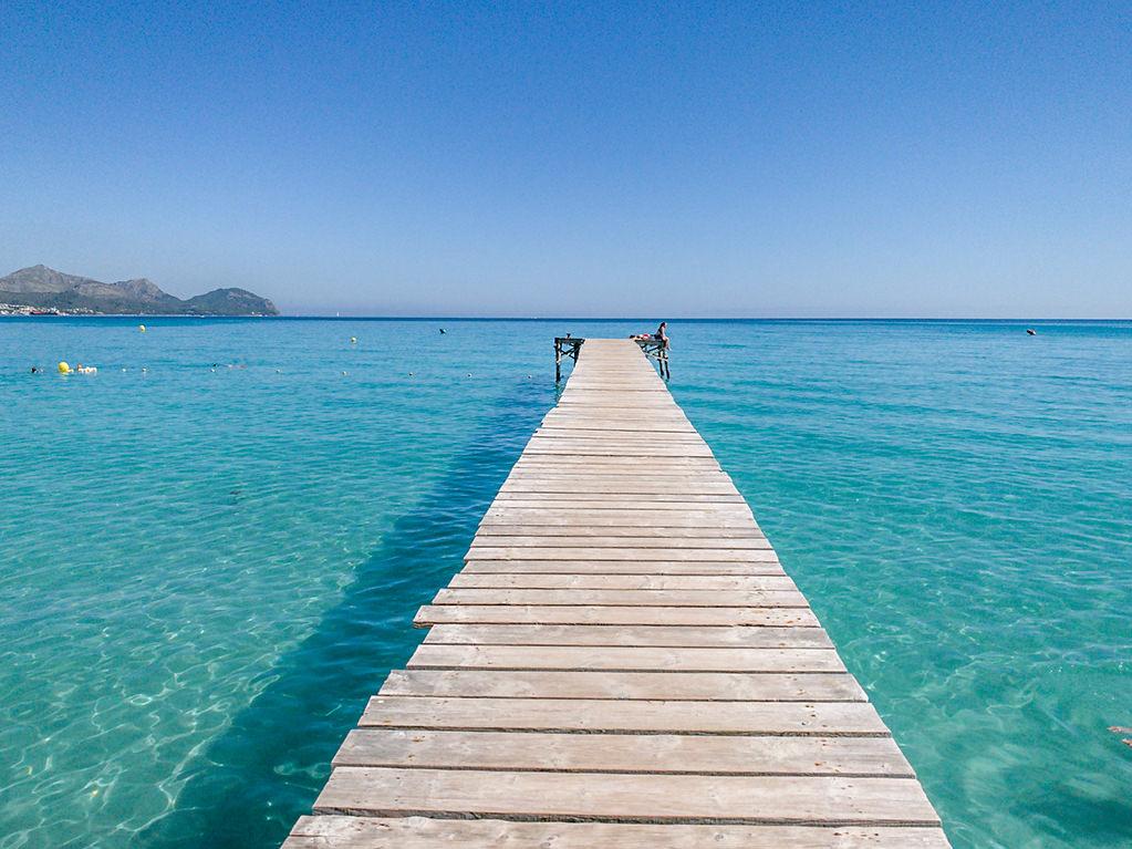Playa de Muro auf Mallorca, längster Strand im Nordosten der Insel, weißer Sand und türkises Wasser